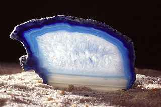 A kalcedon segíti az anyagcsere folyamatait, gátolja a tápanyag felvételt. Kiváló éhségérzet csillap